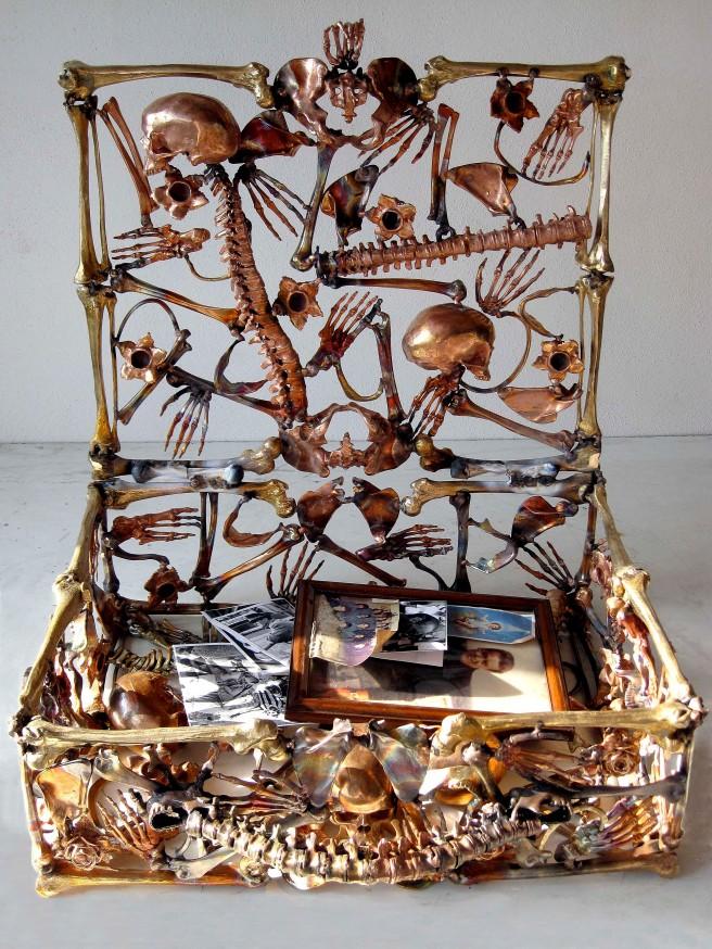 Suitcase bronze.